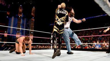 Cody Rhodes y Goldust se impusieron a los secuaces de Bray Wyatt, Harp...