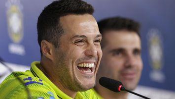 Julio C�sar aprueba el bal�n de la Copa del Mundo 2014