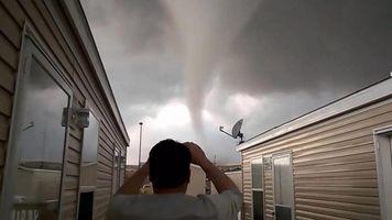 Graban su propio escape de un tornado en Dakota del Norte