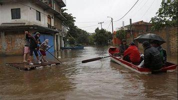 Al menos 300 mil evacuados por las inundaciones en Paraguay