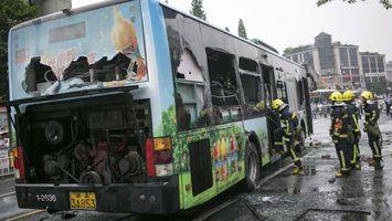 Hombre prende fuego dentro de autob�s con 80 pasajeros a bordo