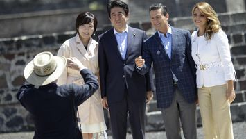 Primer ministro japon�s visita zona arqueol�gica de Teotihuac�n
