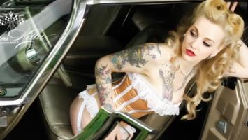 Chicas y coches cl�sicos de calendario, por Carlos Kellas