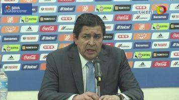 Luis Fernando Tena sale molesto por derrota