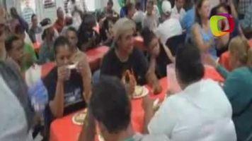 El boxeador F�lix Verdejo visita a pobres en el D�a de Acci�n de Gracias