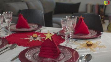 Servilletas en forma de �rbol de Navidad para decorar la mesa