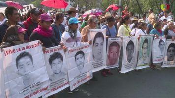 Madres de Ayotzinapa alzan la voz el D�a de la Mujer