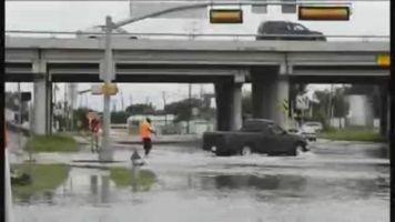Dallas sigue sumergida tras las lluvias torrenciales