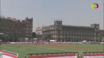Z�calo de la Ciudad de M�xico convertido en campo de beisbol