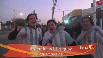 Aficionados de Argentina y Uruguay rompen la calma en La Serena