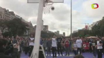 Ni�os argentinos juegan un partido con sus h�roes del baloncesto