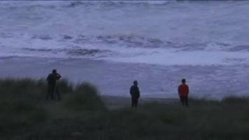 Buscan a ni�o de origen peruano arrastrado por olas en playa de Espa�a