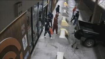Roban un arsenal de rifles en una tienda de armas de Houston