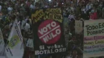 Miles de manifestantes marchan nuevamente en Lima contra Fujimori